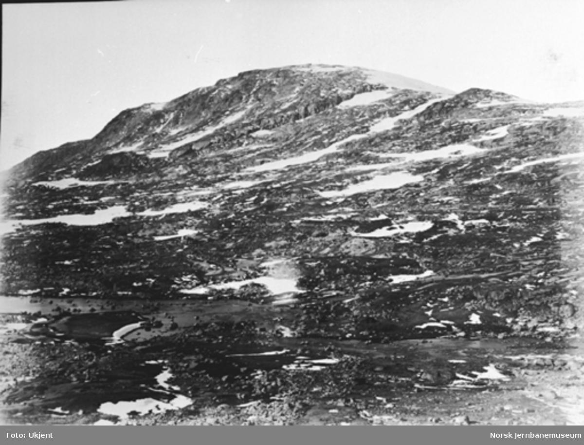 Bergensbanens anlegg; utsikt fra oset av Svartevatn
