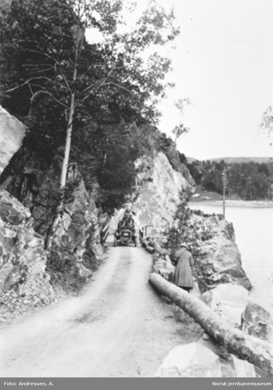 Veien fra Prestestranda til Tveit og Sætre ved Toke med personbil H-430