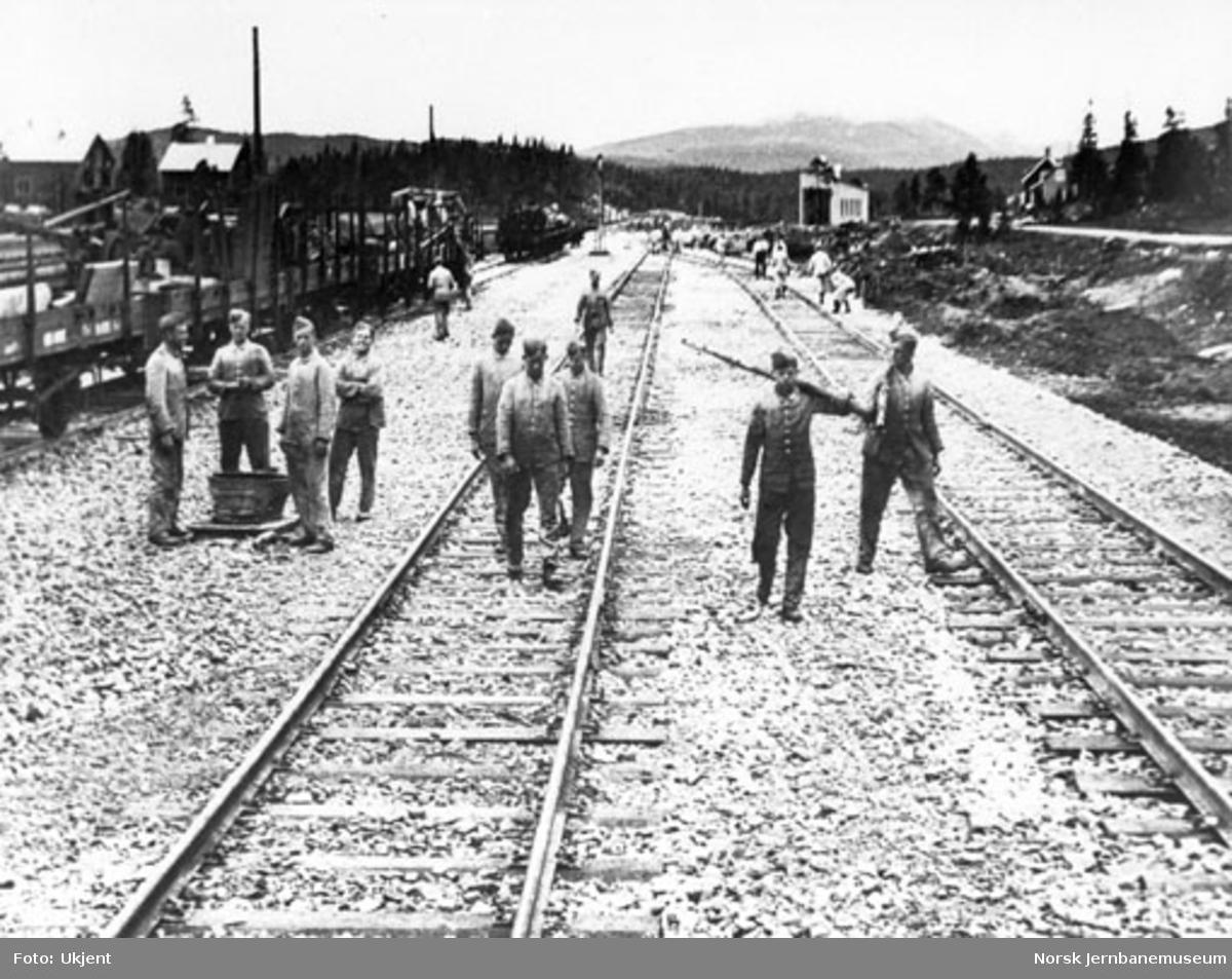 Tyske jernbanepionerer i arbeid på Majavatn stasjon
