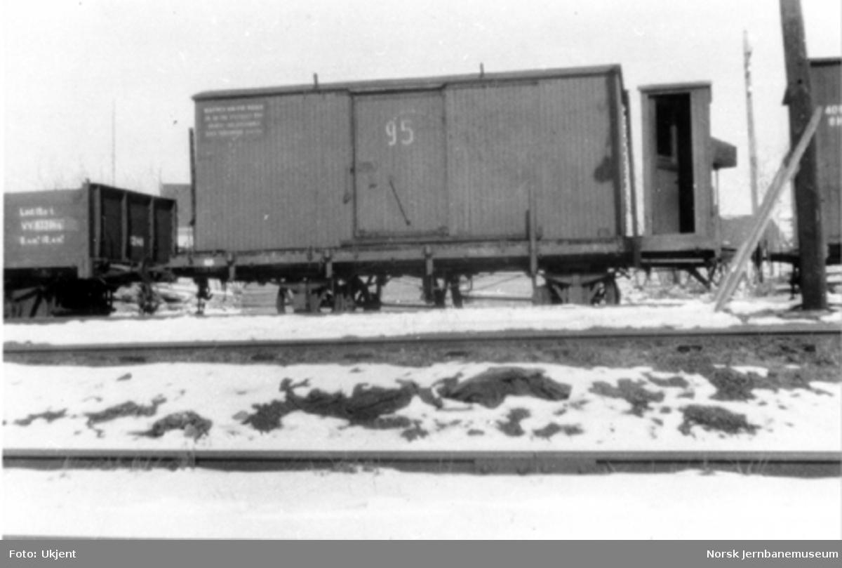 Løftekasse fra Urskog - Hølandsbanen lastet på godsvogn litra Tlf3