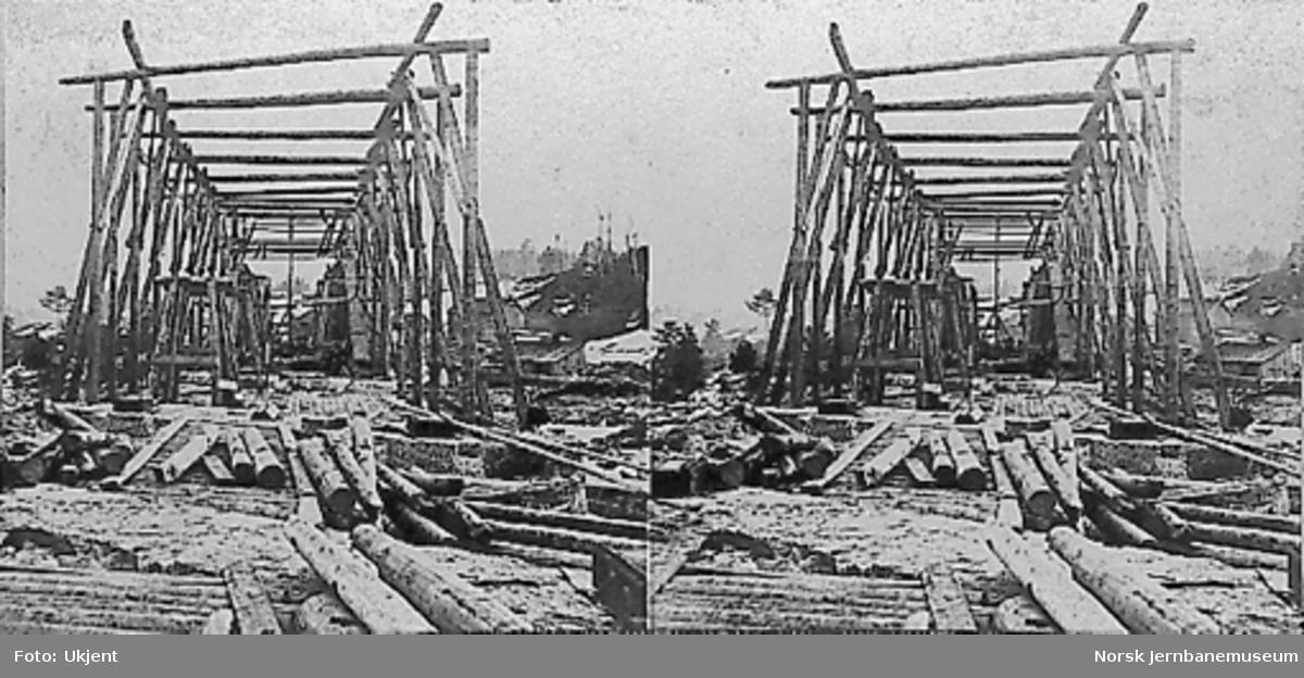 Bru over Drammenselva ved Døvikfoss; montering av overbygning
