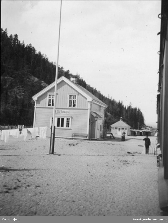 Vesterhaug stasjonsbygning