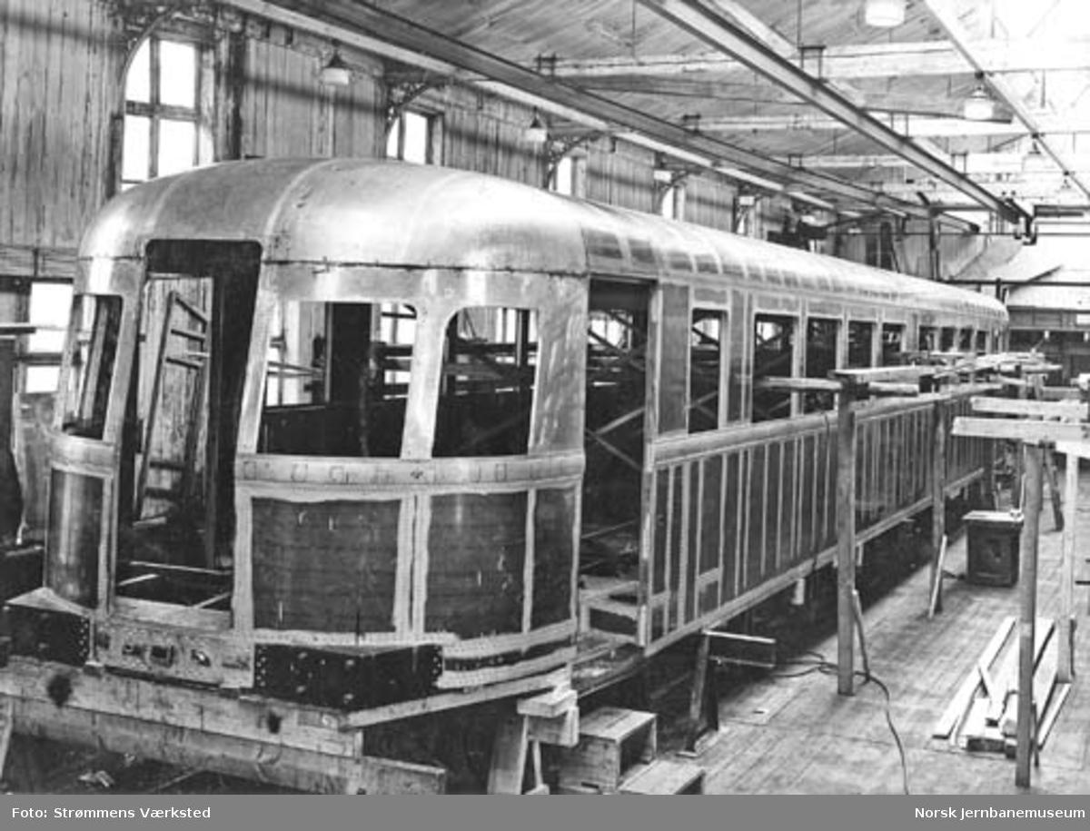 Dieselmotorvogn litra Cmo type 6 under bygging på Strømmens Værksted