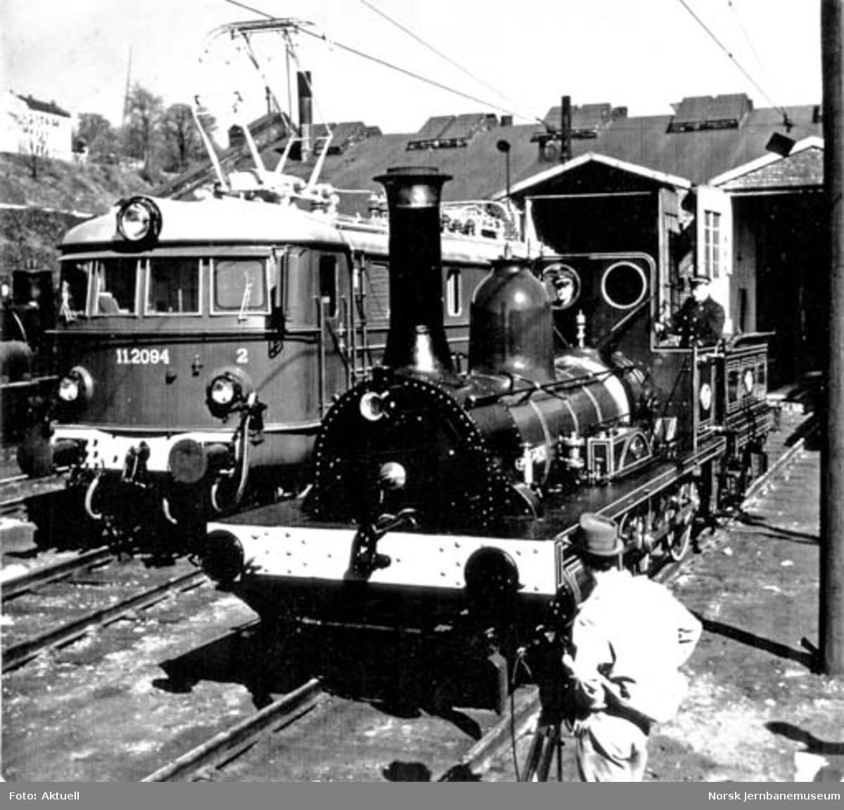 "Jernbanemuseets damplokomotiv type 2a nr. 17 ""Caroline"" i Lodalen før jubileet i 1954"