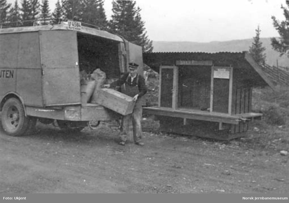 Selburutens godsbuss U-4564 : lossing av varer på ukjent sted