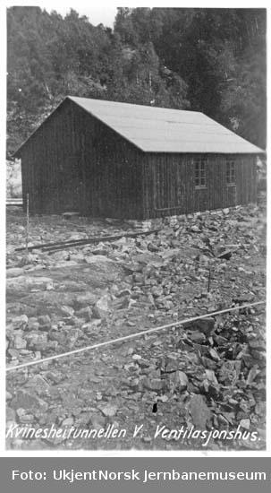 Ventilasjonshus ved Kvineshei tunnel, vestre innslag