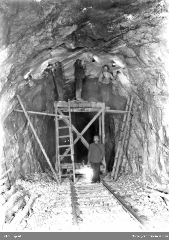 Utvidelse av Hyvingen tunnel under Vossebanens ombygging til bredt spor