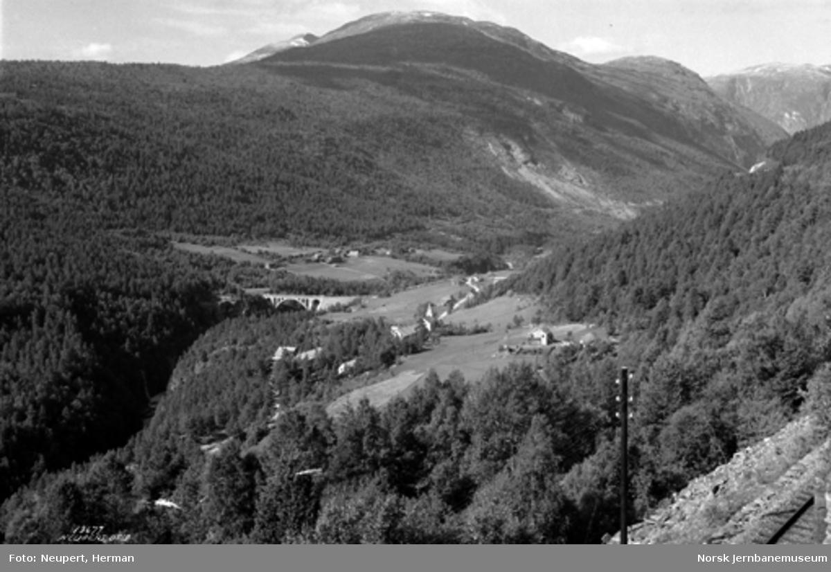 Raumabanen mellom Bjorli og Verma med utsikt mot Kylling bru