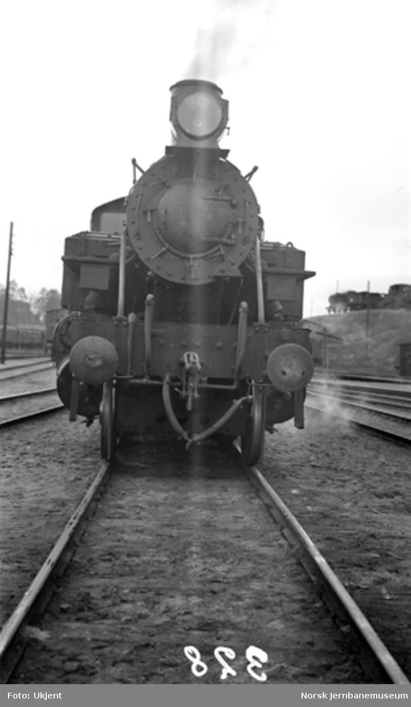 Damplokomotiv type 34a nr. 328 i Lodalen, sett forfra