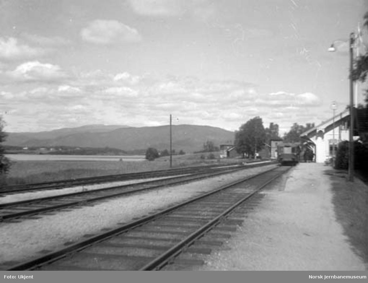 Krøderen stasjon med motorvogn type 87