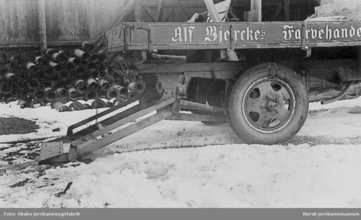 Lasteapparat montert på lastebil tilh. Alf Bjerckes Farvelhandel