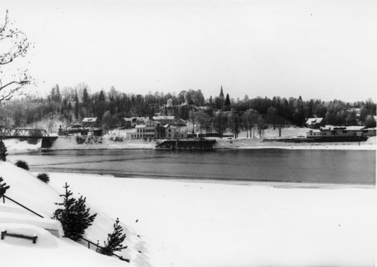 Eidsvoll stasjon sett fra øst.