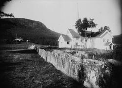 Flesberg kirke og prestegård,  Numedal, Buskerud, 1906.
