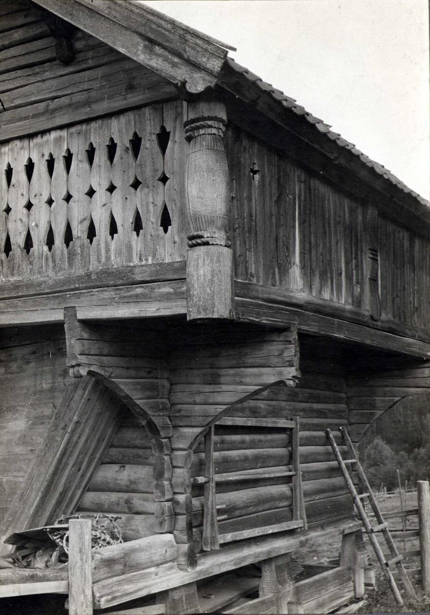 Del av stabbur, Hovdejord, Heddal, Notodden, Telemark. Fotografert 1912.