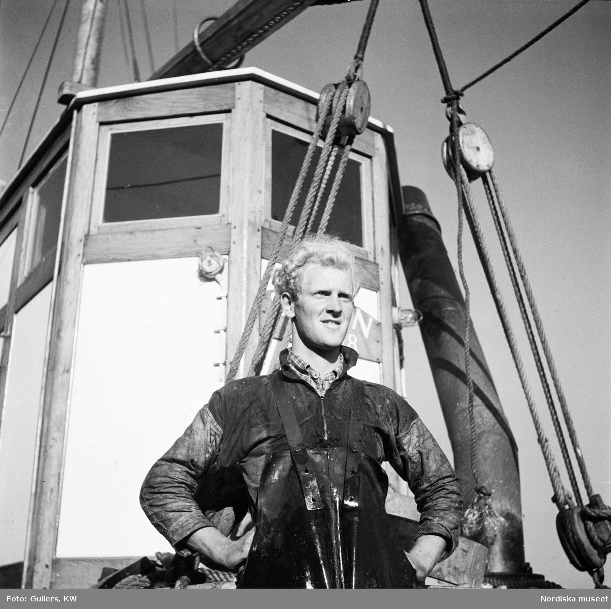 Fiskare ombord på fiskebåt, porträtt.