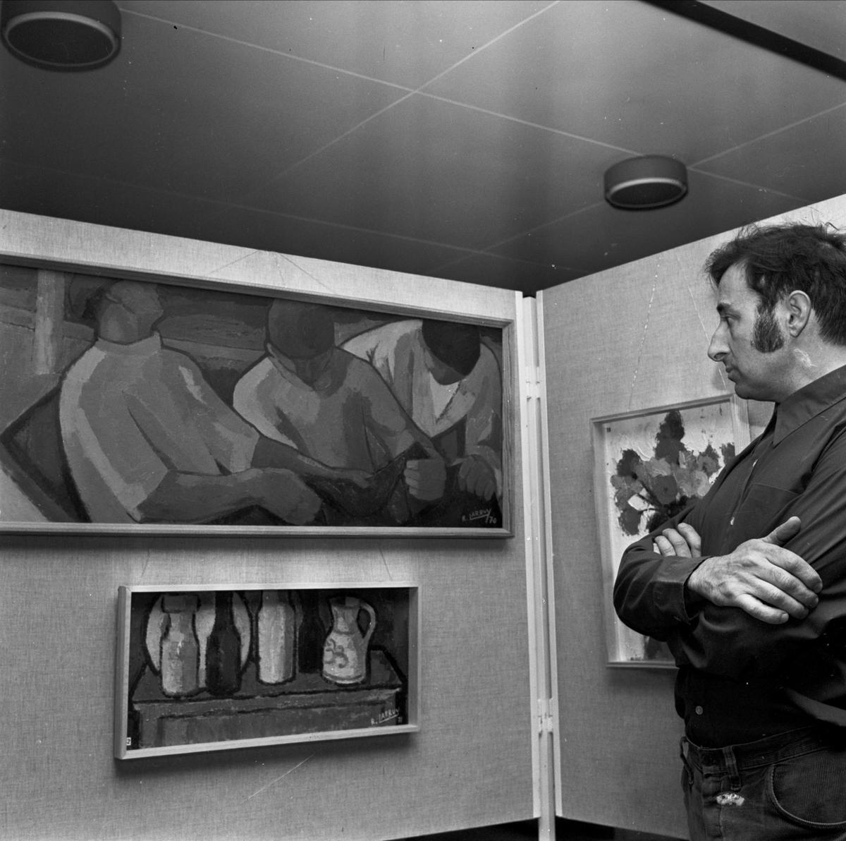 Konstnären Ramón Larruy i Hernandez ställer ut, Tierp, Uppland 1973