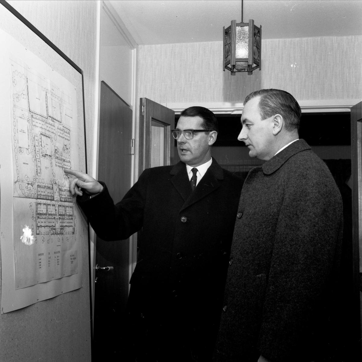 """""""Bostäder visade för kommunfolk"""", sannolikt Tierp, Uppland 1968"""