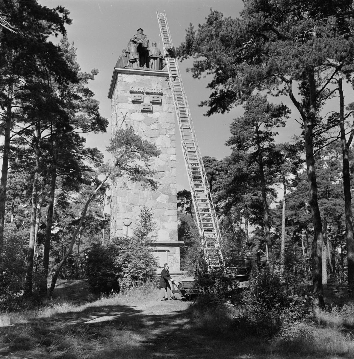 Brandbil meg stege vid Sten Sturemonumentet på Kronåsen, Uppsala