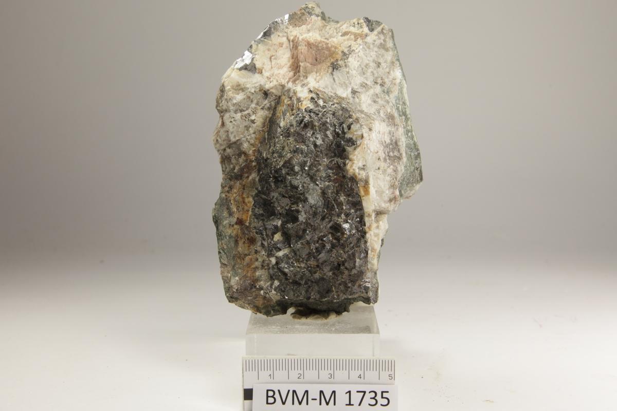 KROVKORNET AGGREGAT 7X4 CM, KORNSTØRRELSE 3-5 MM. Tuften.