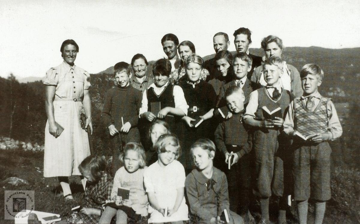 Søndagskolen på Høyland, ytre Øydna i Konsmo senere Audnedal.