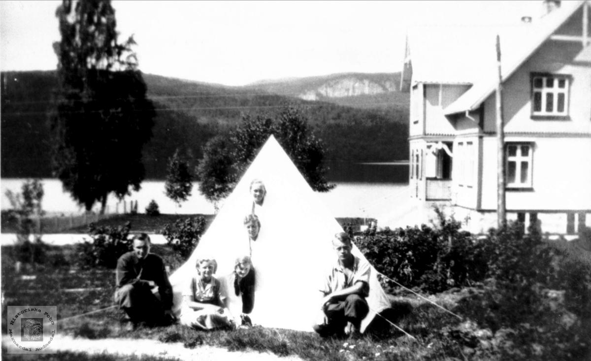 På telttur på Ågedalstrand, Bjelland senere Audnedal.