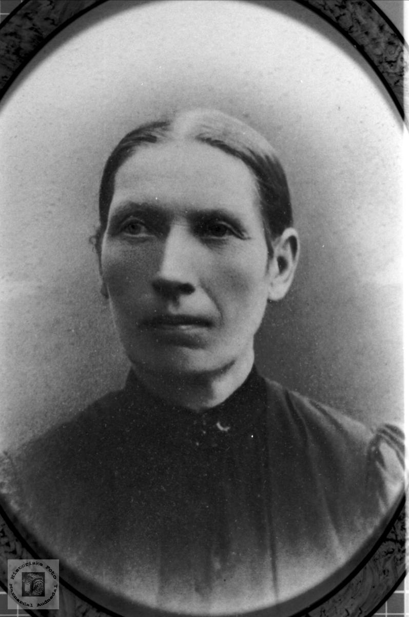 Portrett av Berte Fidje, Laudal.