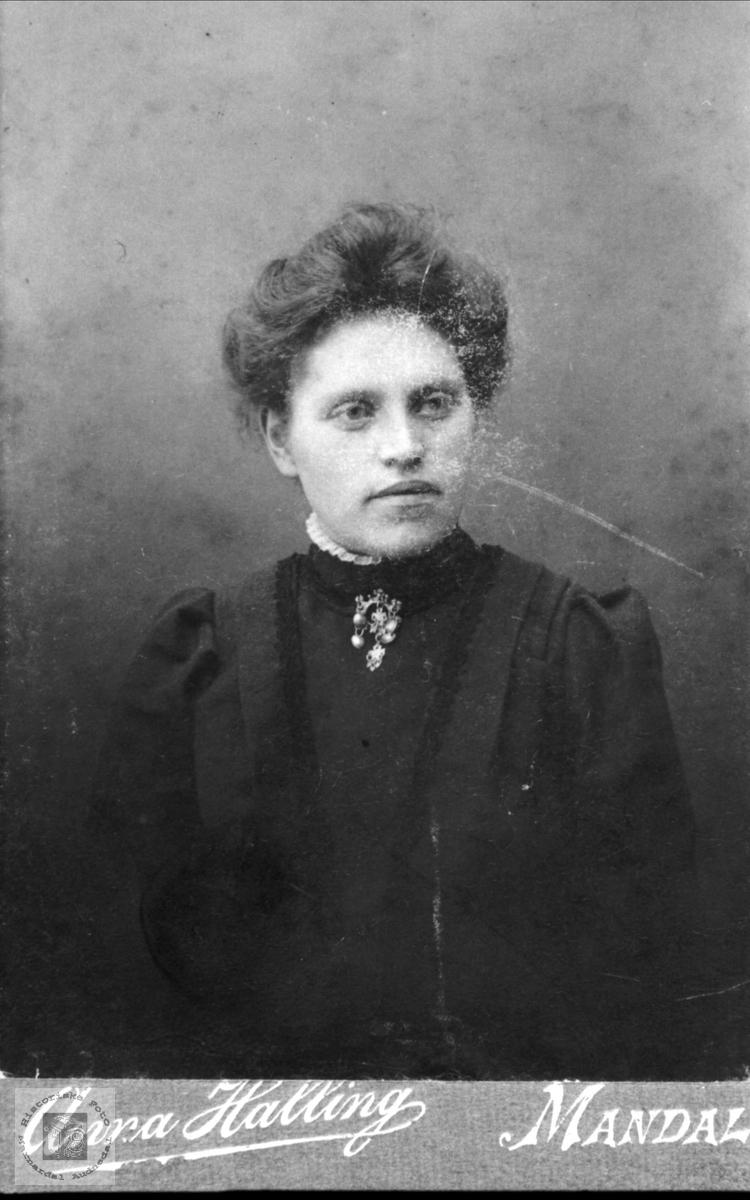 Portrett av Sofie Sveinall, Laudal.