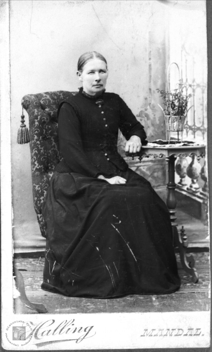Portrett av Anne Tobine Glomsaker, Laudal.