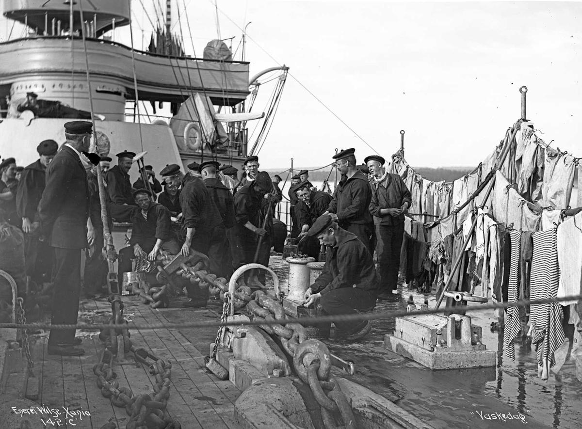 Tordenskjold (b. 1897, Armstrong, Newcastle), panserskipets vaskedag