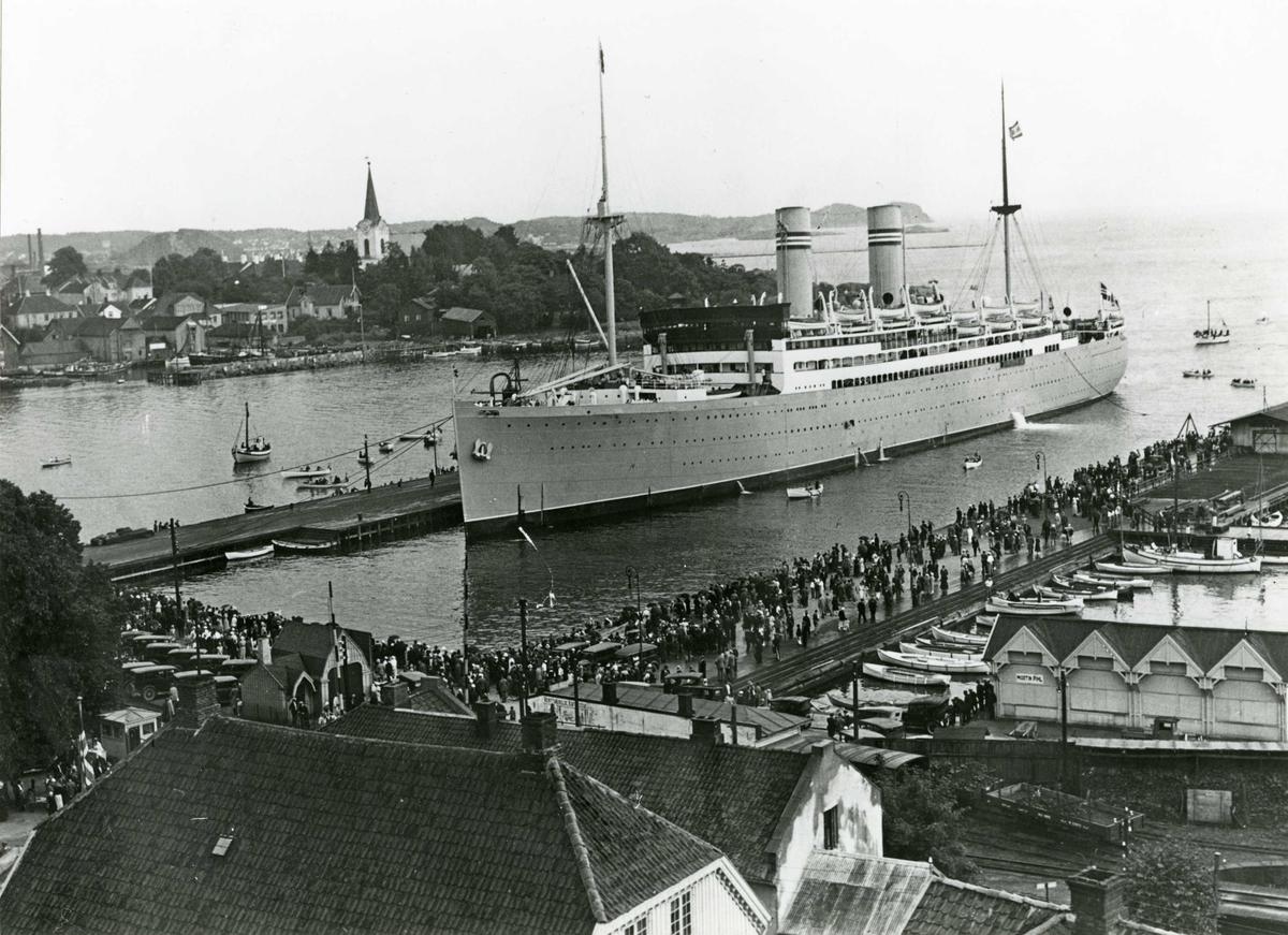 D/S Stavangerfjord (b. 1918) i Larvik ca. 1930