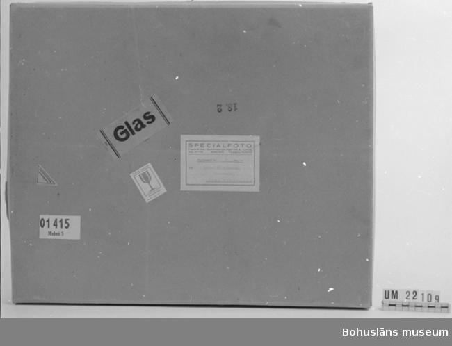 """Emballage till bilder UM022108 samt UM022110 - UM022113. Fraktsedel märkt: """"Specialfoto Malmö"""". Postförskott Kr: 71:-öre:- Till lantb. T.H. Hasselberg, Hasselberget, Lane-Herrestad""""."""