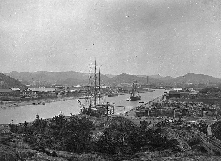 Uddevalla hamn sett från Lövåsberget 1892