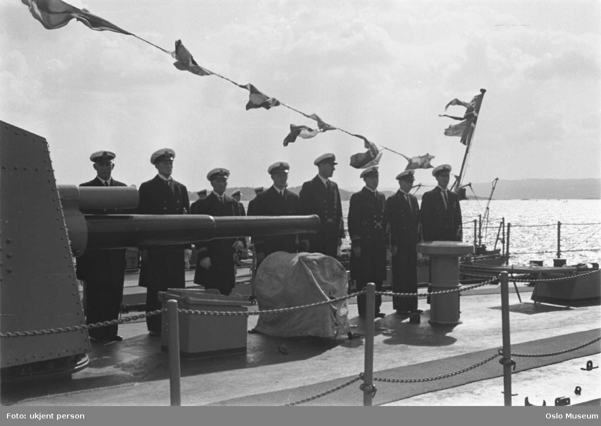 norsk krigsskip, marinefartøy, flaggpryd, marineoffiserer