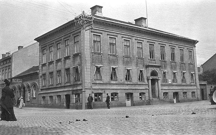 """Stämplat på baksidan: """"Hjalmar Zachau, Uddevalla."""""""