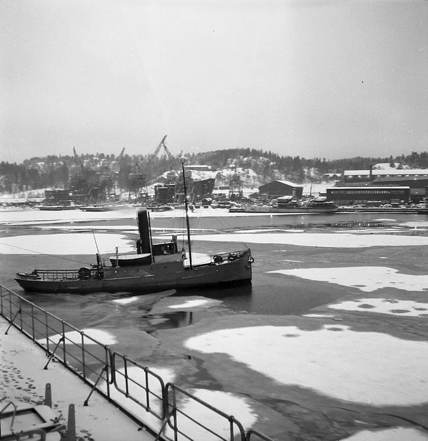 Bogserbåt vid provtur med 121 M/T Amazonas.
