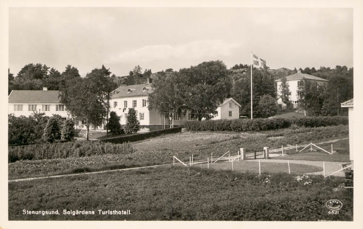 "Tryckt text på kortet: ""Stenungsund. Solgårdens Turisthotell."" ::"