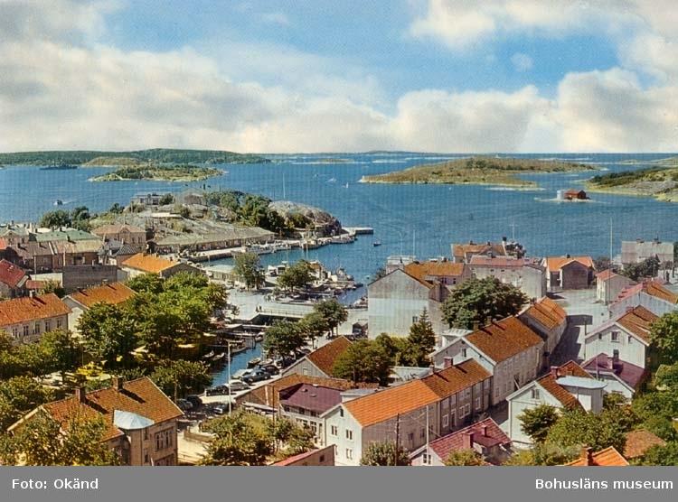 """Tryckt text på kortet: """"Strömstad. Utsikt från Rådhuset.""""  """"Ultraförlaget A. B. - Solna."""""""