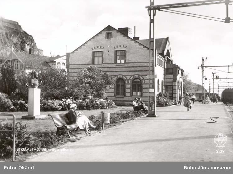 """Vykort. """"Strömstad. Järnvägsstationen."""""""