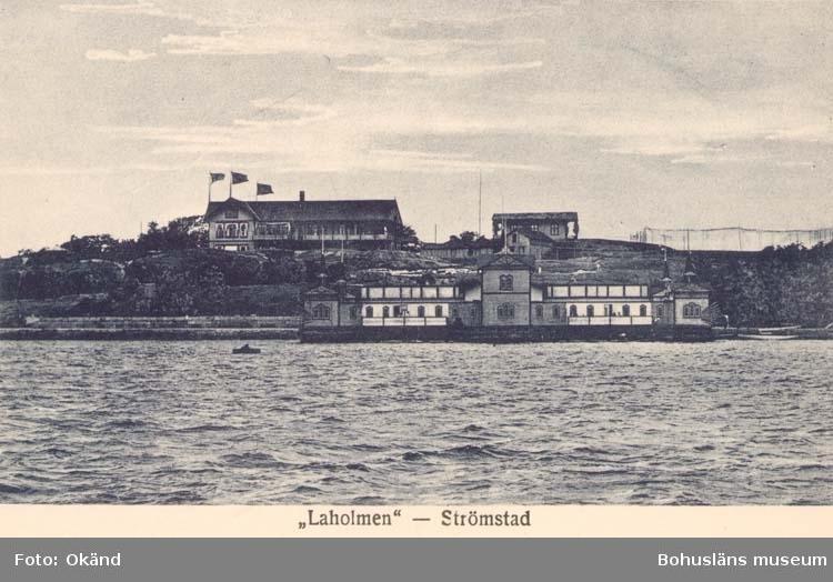 """Tryckt text på kortet: """"Strömstad. Laholmen."""" """"Förlag: Th. Nilson, Strömstad."""""""