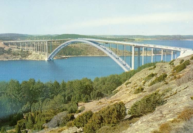 "Tryckt text på kortet: ""Bron över Askeröfjorden."" ::"