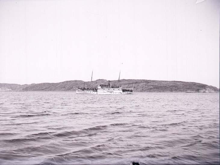 """Enligt text som medföljde bilden: """"Lysekil, Ångaren """"Inland"""" 21/5 1901, Hugo Hallgren."""""""