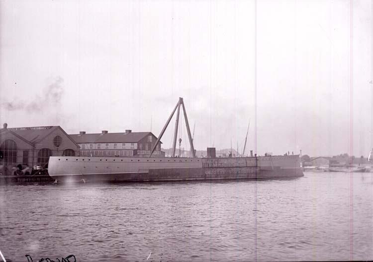 """Enligt text som medföljde bilden: """"Göteborg, Pansarbåten """"Oscar II"""" (under arbete)  Sept 05""""."""