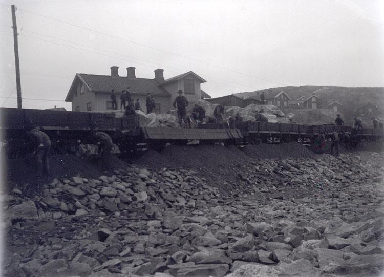 "Enligt text som medföljde bilden: ""Jernvägsbygge 1913"". ::"