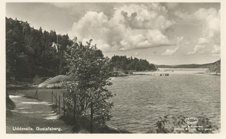 """Tryckt text på vykortets framsida: """"Uddevalla. Gustafsberg."""""""