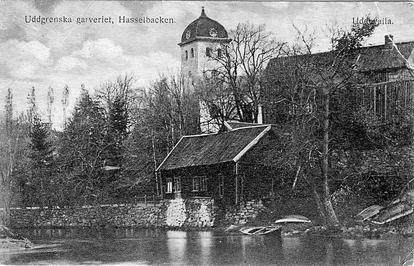 """Tryckt text på vykortets framsida: """"Uddgrenska garveriet, Hasselbacken. Uddevalla""""."""