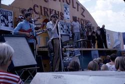 The Shakers spelar på Kiviks marknad år 1966