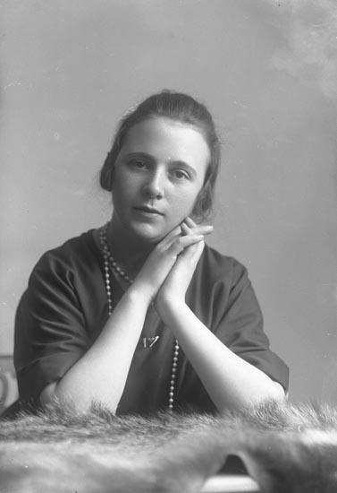 """Enligt fotografens noteringar: """"Greta Wallin 17 år""""."""