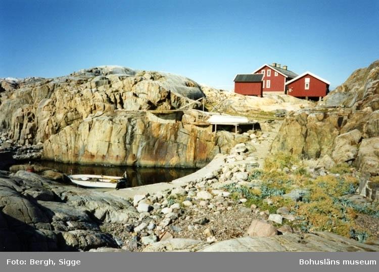"""Enligt text på fotot: """"Väderöbods fyrplats 1994 Bodhålet på västsidan""""."""
