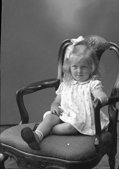 "Enligt fotografens journal nr 8 1951-1957: ""Ottosson, Inger Rinnela Svenshögen""."