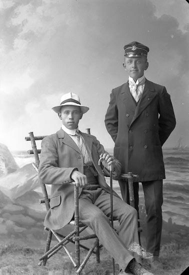"""Enligt fotografens journal nr 2 1909-1915: """"Bergström Elmar Bageriet Här""""."""